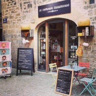 la façade du comptoir authentique, épicerie fine à Sarlat