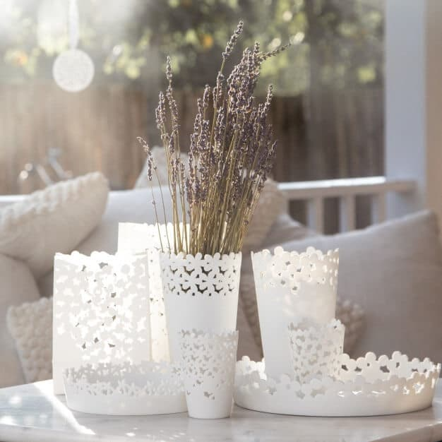 mise-en-scene-vase-dentele-porcelaine-rader