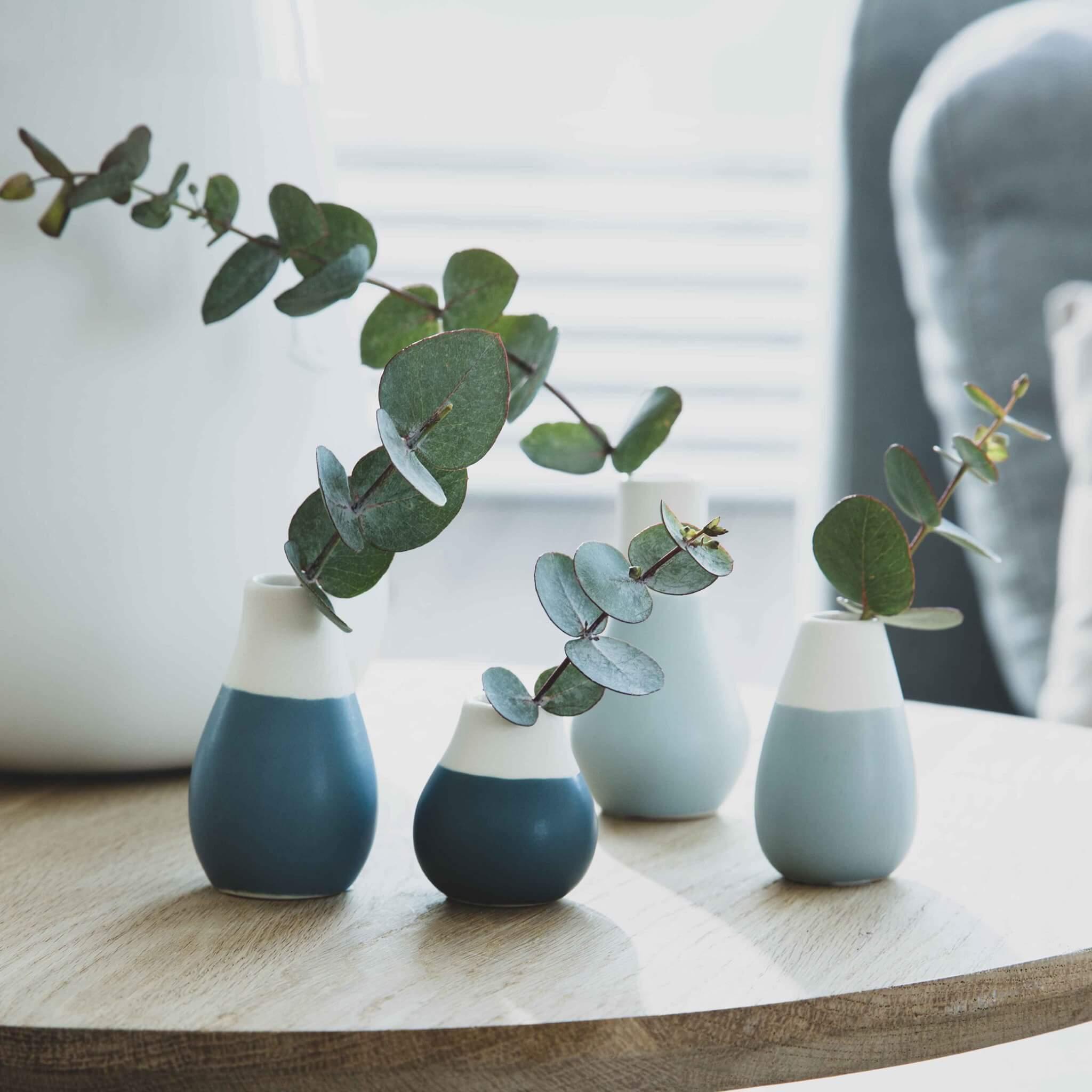 set-de-3-soliflore-porcelaine-blanc-et-bleu-rader